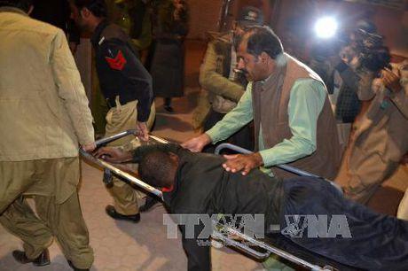 Hon 200 hoc vien canh sat Pakistan bi bat lam con tin - Anh 2