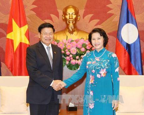 Chu tich Quoc hoi Nguyen Thi Kim Ngan tiep Thu tuong Lao - Anh 1