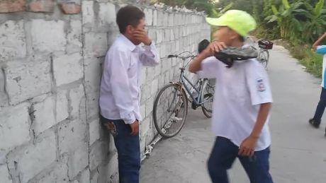 Cong an vao cuoc vu hoc sinh lop 7 danh hoi dong ban cung truong - Anh 2