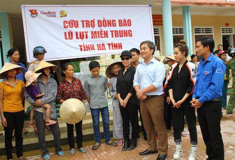 Trung tam UNESCO nghien cuu ung dung khoa hoc thoi mien VN gui qua ung ho cac truong hoc vung lu - Anh 2