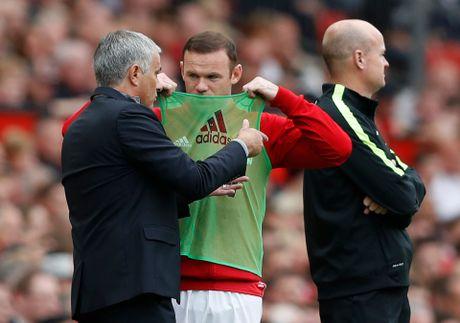 Mourinho tuyen bo Rooney can phai ra di - Anh 2