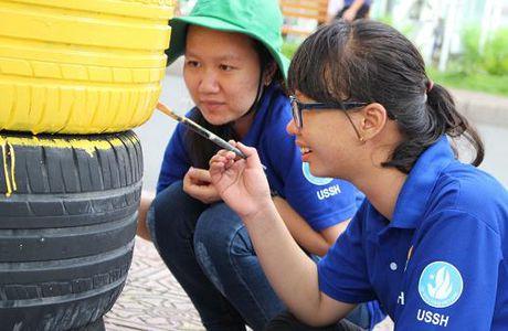 Pho phuong Sai Gon khoac mau ao moi bang nhung chau hoa dang yeu - Anh 1