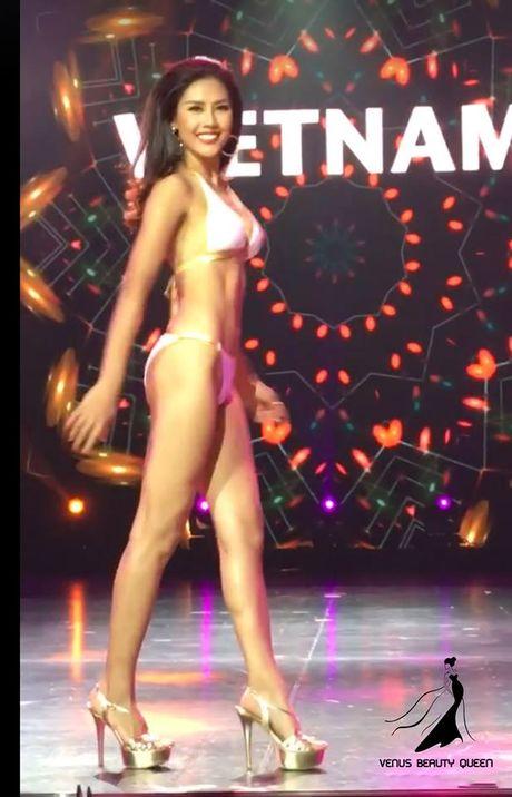Nguyen Thi Loan gay sot voi man trinh dien bikini boc lua - Anh 2