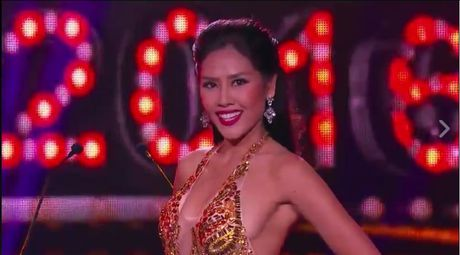Nguyen Thi Loan gay sot voi man trinh dien bikini boc lua - Anh 4
