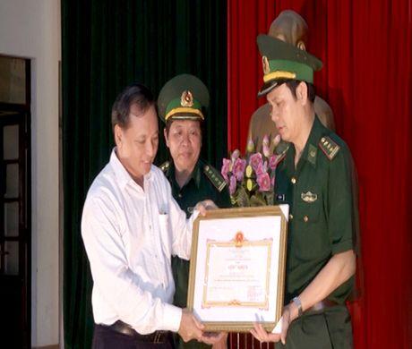 Trao thuong chien cong triet pha duong day van chuyen 69 banh heroin - Anh 1
