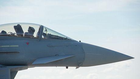 Phi cong NATO: 'Chien dau co Nga bay rat la' - Anh 1