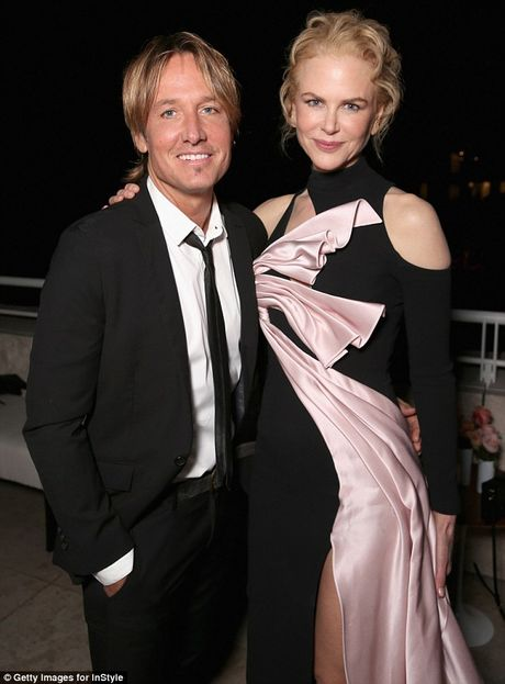 Nicole Kidman long lay quy phai voi dam xe cao - Anh 4