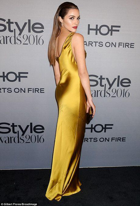 Nicole Kidman long lay quy phai voi dam xe cao - Anh 6