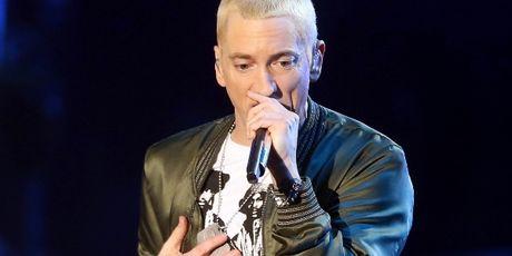 Donald Trump tro thanh doi thu cua Eminem - Anh 1
