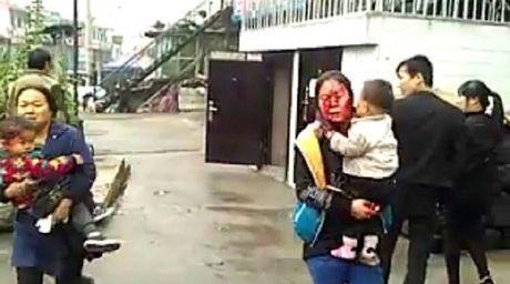 Trung Quoc: No toa nha, hon 100 nguoi thuong vong - Anh 2