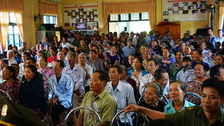 Cong an Ha Noi tang hon 700 trieu dong den dong bao bi thien tai tinh Quang Tri - Anh 3