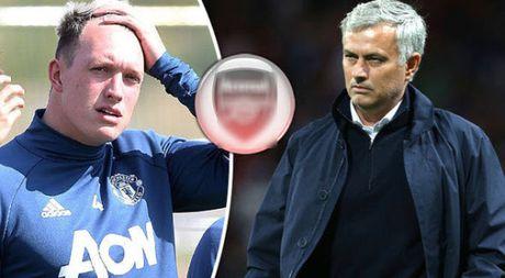 Like anh mia mai Mourinho, Jones het tuong lai tai Man United - Anh 1