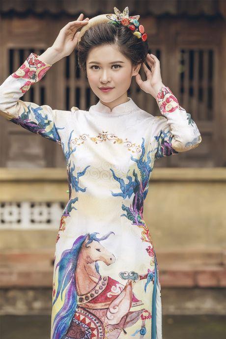 Ngam 'co Tam' cua Hoa hau Viet Nam trong ao dai truyen thong - Anh 7