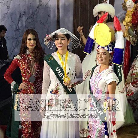 Nam Em tiep tuc doat huy chuong vang trong phan thi Hoa hau anh tai Miss Earth 2016 - Anh 2