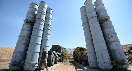 S-300, S-400 Nga 'xoi nuoc lanh' vao nhung cai dau nong ve Syria - Anh 1