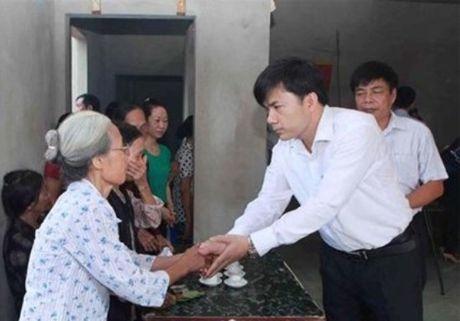 Bo GD-DT truy tang Bang khen cho nu sinh quen minh cuu ban - Anh 1