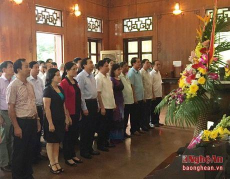Doan dai bieu HDND cac tinh dang hoa, dang huong tai Khu di tich Kim Lien - Anh 1