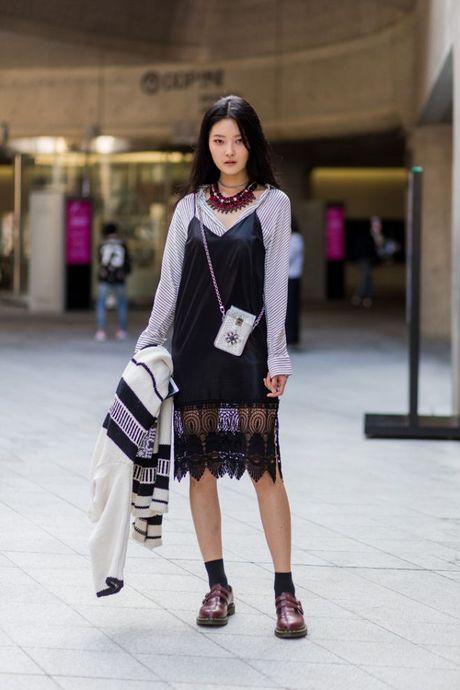 Chiem nguong loat xu huong thoi trang cuc chat tai Seoul Fashion Week - Anh 11
