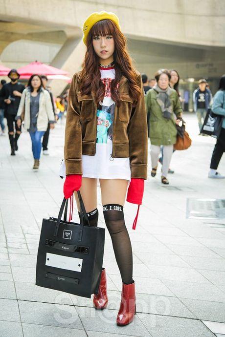 Chiem nguong loat xu huong thoi trang cuc chat tai Seoul Fashion Week - Anh 17
