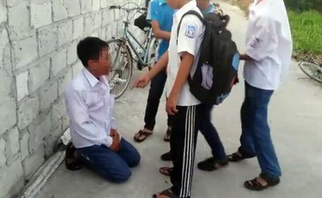 Su that dang ngat phia sau vu hoc sinh cap 2 'quay' danh ban hoc - Anh 1