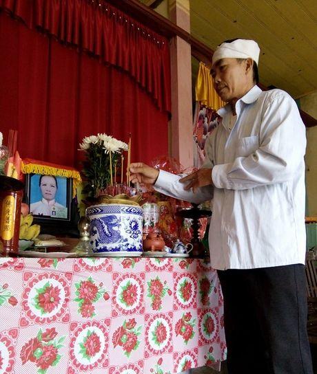Xuc dong bai tho khoc vo bi lu du cuon di - Anh 1
