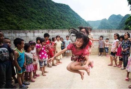 Tre em bi bo roi o Trung Quoc nhieu bang dan so nuoc Anh - Anh 2