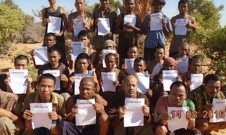 Thuyen vien Viet bi cuop bien Somalia bat coc sap ve nuoc - Anh 1