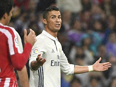 Cang thang den tot do, Cristiano Ronaldo dang tu roi xa Qua bong Vang - Anh 1