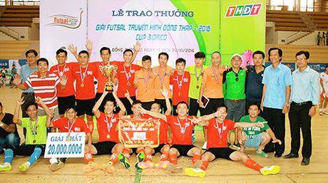 Ket thuc giai futsal Truyen hinh Dong Thap 2016: Ca phe Pho An Giang xung Vuong mien Tay - Anh 1