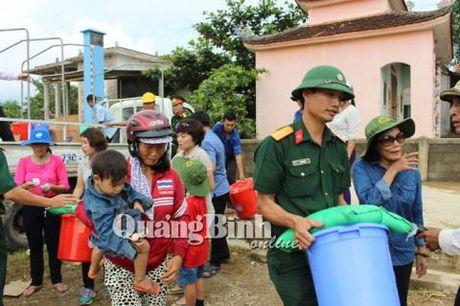 Gia dinh Dai tuong Vo Nguyen Giap cuu tro vung lu que nha Quang Binh - Anh 5