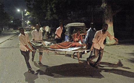 Nghi pham Al-Shabaab no bom, giet hai 12 nguoi trong nha nghi o Kenya - Anh 1