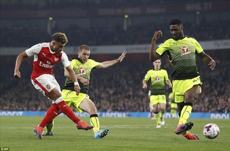 Arsenal 2-0 Reading: Minh Oxlade-Chamberlain la du - Anh 4