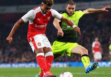 Ghi cu dup, Alex Oxlade-Chamberlain lap cot moc moi o Arsenal - Anh 1