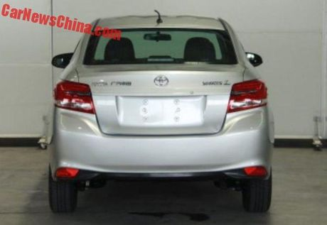 Toyota Yaris L Sedan - Vios phien ban 'Tau' gia 247 trieu - Anh 3