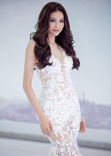 Pham Huong dep tua nu than voi vay xuyen thau goi cam - Anh 3