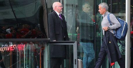 Kiem hon 300 ti/nam, Mourinho van chua mua duoc nha rieng - Anh 1