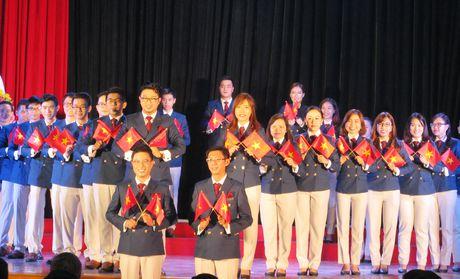 Ra khoi tren Tau Thanh nien - Anh 1