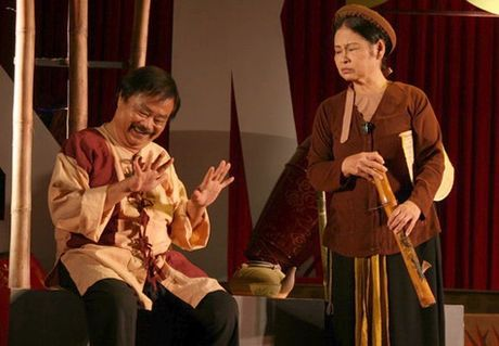 San khau kich Viet Nam: Co nghe si phai di ban hang de dam bao cuoc song - Anh 1