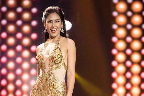 Nguyen Thi Loan ngam ngui dung chan o Top 20 Hoa hau Hoa binh the gioi 2016 - Anh 1