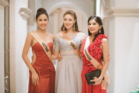 Nguyen Thi Loan ngam ngui dung chan o Top 20 Hoa hau Hoa binh the gioi 2016 - Anh 9
