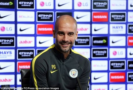 Guardiola se dung doi hinh 2 de lam be mat Mourinho - Anh 1