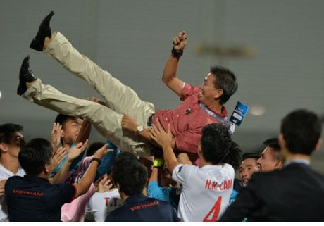 U19 Viet Nam bi phat 2.200 USD vi tre gio - Anh 1