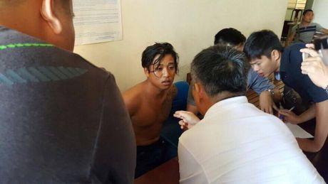 Tuong Cong an vao cuoc, da bat duoc nghi pham sat hai vo con Truong ban Dan van - Anh 1