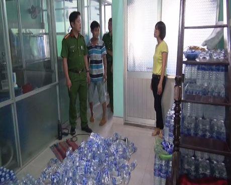 Quang Nam: Mot co so nuoc uong dong chai bi phat 71 trieu dong - Anh 1
