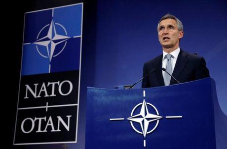 NATO huy dong quan doi quy mo lon nhat ra sat bien gioi Nga? - Anh 1