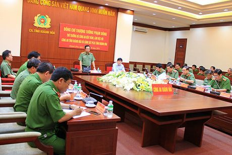 Thu truong Pham Dung lam viec voi Cong an va Canh sat PCCC tinh Khanh Hoa - Anh 3