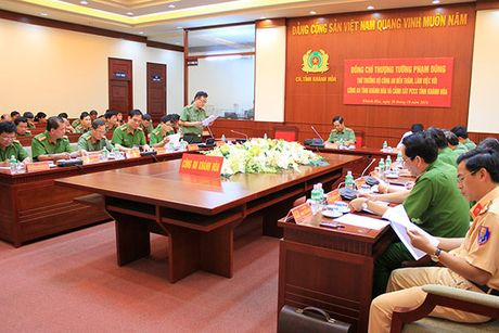 Thu truong Pham Dung lam viec voi Cong an va Canh sat PCCC tinh Khanh Hoa - Anh 4