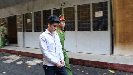 'Cop vung' xo kham sau khi chem ban nhau - Anh 1