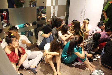 Dot kich 'dong lac' cua dan choi tai trung tam TP.HCM - Anh 1