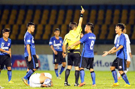 HLV Pham Minh Duc: 'Trong tai o giai U.21 rat on' - Anh 2